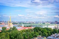 Vue aérienne de tour d'Amirauté et d'ermitage, St Petersburg, Russie Image libre de droits