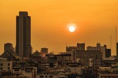 Vue aérienne de tour et de ciel de ville Thaïlande de Bangkok au coucher du soleil Photos libres de droits