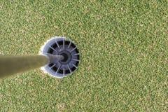 Vue aérienne de trou de golf sur le terrain de golf d'herbe verte Photos libres de droits