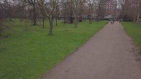 Vue aérienne de vidéo BRITANNIQUE de la vue supérieure 4K UHD de bourdon de Londres Hyde Park Royaume-Uni banque de vidéos