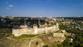 Vue aérienne de vieille forteresse Château en pierre dans la ville de Kamenets-Podolsky Beau vieux château en Ukraine photographie stock