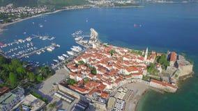 Vue aérienne de vieux Budva dans Monténégro clips vidéos