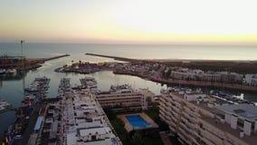 Vue aérienne de Vilamoura au coucher du soleil, Quarteira, Algarve, Portugal banque de vidéos
