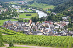 Vue aérienne de ville allemande de vieille ville de Saarburg avec la rivière la Sarre Photo stock