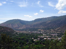 Vue aérienne de ville de Glenwood Springs dans les montagnes du Colorado Photos libres de droits