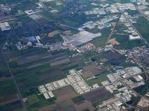 Vue aérienne de ville de Phrae de décollage de propulseur de jumeau d'Airbus Image stock