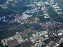 Vue aérienne de ville de Phrae de décollage de propulseur de jumeau d'Airbus Images stock
