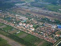 Vue aérienne de ville de Phrae de décollage de propulseur de jumeau d'Airbus Photos libres de droits