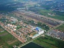 Vue aérienne de ville de Phrae de décollage de propulseur de jumeau d'Airbus Images libres de droits