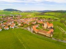 Vue aérienne de ville Svihov avec le château Photo libre de droits