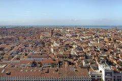 Vue aérienne de ville de Venise de la tour de cloche La rue marque le grand dos images stock