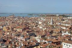 Vue aérienne de ville de Venise de la tour de cloche La rue marque le grand dos image libre de droits