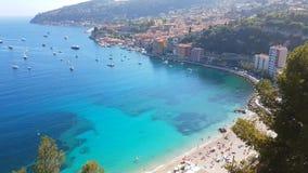 Vue aérienne de Villefranche-sur-Mer en Côte d'Azur, France banque de vidéos
