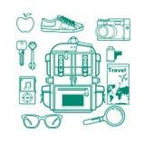 Vue aérienne des accessoires de voyageur, articles essentiels de vacances, concept de voyage dans la conception d'ensemble Illust Image stock