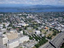 Vue aérienne des bâtiments du centre de Seattle, pont, lac union Images stock