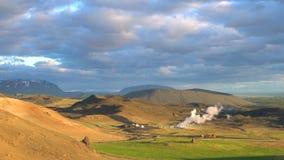 Vue aérienne des centrales géothermiques banque de vidéos