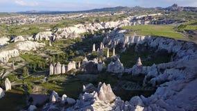 Vue aérienne des cheminées féeriques chez Urgup, Cappadocia, Turquie, clips vidéos