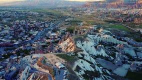 Vue aérienne des cheminées féeriques chez Urgup, Cappadocia, Turquie, banque de vidéos