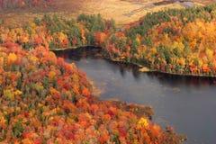 Vue aérienne des couleurs changeantes d'automne de la Nouvelle Angleterre images stock