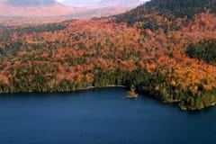 Vue aérienne des couleurs changeantes d'automne de la Nouvelle Angleterre photos stock