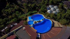 Vue aérienne des dauphins au parc de Palmitos en Espagne clips vidéos