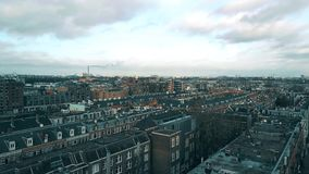Vue aérienne des dessus de toit à Amsterdam, Pays-Bas banque de vidéos