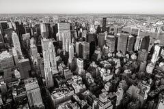 Vue aérienne des gratte-ciel de Midtown dans noir et blanc, Manhattan, New York City Photos libres de droits