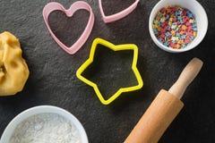 Vue aérienne des moules avec des sucreries dans la cuvette Photos libres de droits