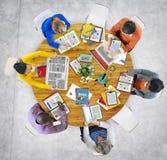 Vue aérienne des personnes avec le concept de dispositifs de Digital Photo libre de droits