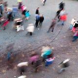 Vue aérienne des personnes dans la tache floue de mouvement Images libres de droits