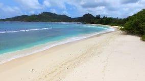 Vue aérienne des Seychelles, Mahe Island, Baie Lazare Beach 7 banque de vidéos