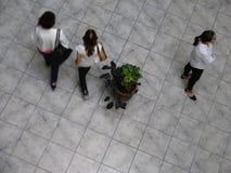 Vue aérienne des Vénézuéliens marchant dans un centre commercial Image libre de droits