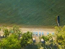 Vue aérienne des vagues de mer et de la côte fantastique photo stock
