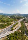 Vue aérienne des villages et du dei multiples Fiori - A10 Ligurie Italie de croisement de route de ruelle de Forest Hills Autostr Image libre de droits
