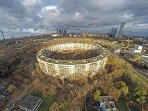 Vue aérienne du bâtiment rond à Moscou Image stock