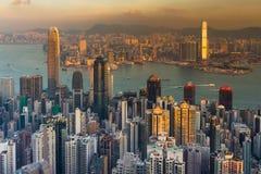 Vue aérienne du centre d'affaires de ville de Hong Kong au-dessus de Victoria Bay Image stock