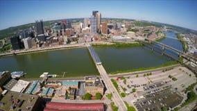 Vue aérienne du centre de Pittsburgh banque de vidéos