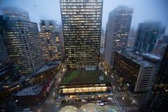 Vue aérienne du centre ville de Seattle la nuit photographie stock
