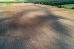 Vue aérienne du champ arable au printemps photographie stock