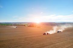 Vue aérienne du coucher du soleil au-dessus du champ Image libre de droits
