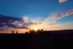 Vue aérienne du coucher du soleil d'une campagne image stock
