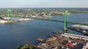 Vue aérienne du fleuve Delaware près de Walt Whitman Bridge Philadelphia - New Jersey banque de vidéos