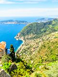 Vue a?rienne du littoral m?diterran?en du haut du village d'Eze La Provence, Cote d'Azur, France image stock