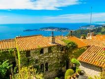 Vue aérienne du littoral méditerranéen du haut du village d'Eze La Provence, France photos stock