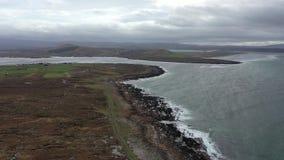 Vue aérienne du littoral par Marameelan au sud de Dungloe, comté le Donegal - Irlande clips vidéos