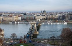 Vue aérienne du pont à chaînes sur le Danube images stock