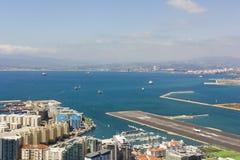 Vue aérienne du port, de la ville et de la baie du Gibraltar Images stock
