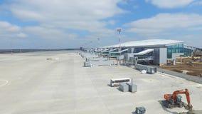 Vue aérienne du terminal d'aéroport international moderne Déplacement autour du monde Antenne vide d'aéroport Vue de Images stock