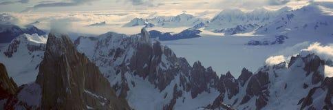 Vue aérienne panoramique à 3400 mètres de bâti Fitzroy, chaîne de Cerro Torre et montagnes des Andes, Patagonia, Argentine Images stock