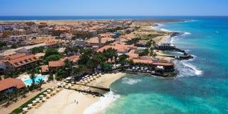 Vue aérienne panoramique de plage de Santa Maria dans le cap VE d'île de sel photographie stock